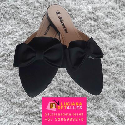 Par de sandalias para dama negros